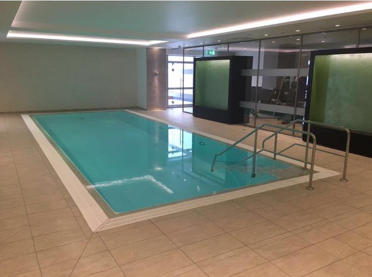 Poolrealisation in einem Düsseldorf Hotel Image